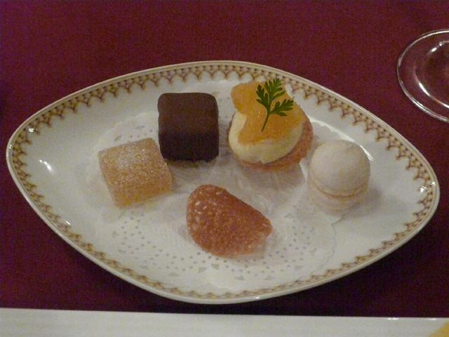 090.Petits Fours