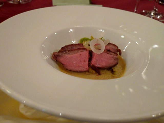 040 シャラン産鴨胸肉とフォアグラのフラン、ブイヨンと共に