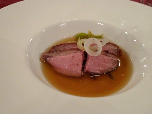 041 シャラン産鴨胸肉とフォアグラのフラン、ブイヨンと共に
