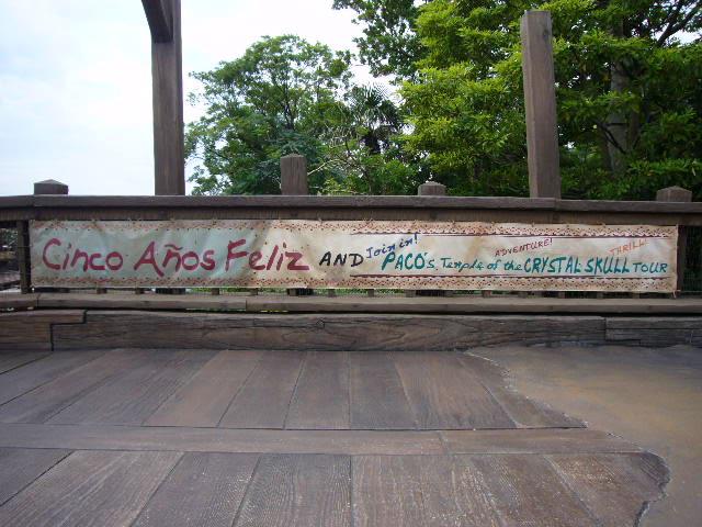 パコのクリスタルスカル神殿ツアーの宣伝