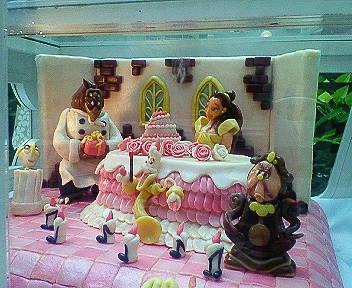 ミモザのケーキディスプレイ