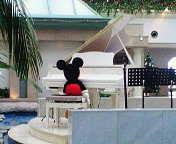 あるピアニストの背中