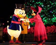 出演キャラクターはスクルージ、ミッキー、ミニー