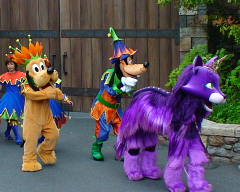グーフィー、プルート、紫猫