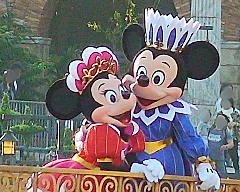 船上のミニーとミッキー
