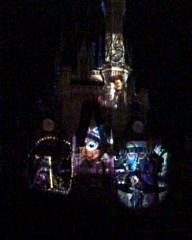 シンデレラ城に映る過去のミッキー