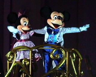 クレーン上のミッキーとミニー