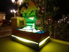 ウォーターフロントパーク入り口のドナルド像
