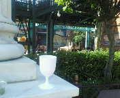 ワイングラスのある風景