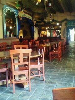 カフェ・ポルトフィーノ:テーブルとか、ガラガラに空いてる