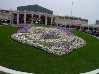 TDLエントランスのミッキー花壇