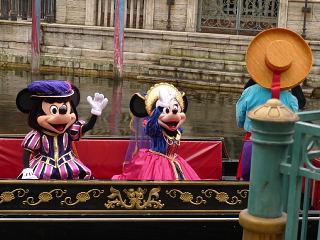 ミッキーとミニーが、ロミオとジュリエット
