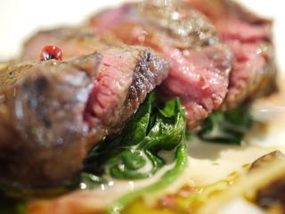 オーストラリア産牛ロインのロースト ホウレンソウのゴルゴンゾーラクリーム シイタケのマルサラワイン煮