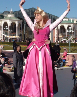 オーロラ姫をフィリップ王子がキャリーしたり