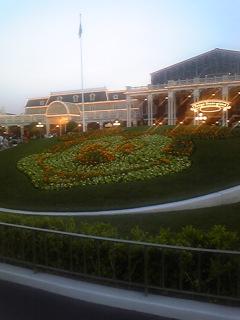 エントランスの花壇