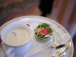 カナダ産オマール海老とキュウリのサラダ仕立て