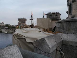 フォートレスも大砲の付近を改修中