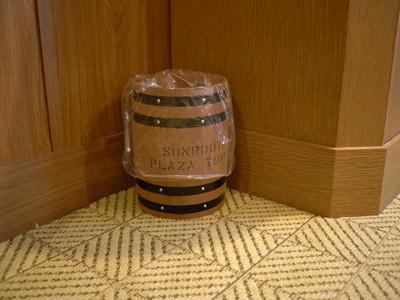 ゴミ箱まで樽みたいなデザイン