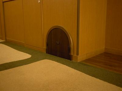 小さな扉も