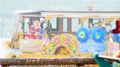 スチーマーライン船で退場するミッキーとミニー